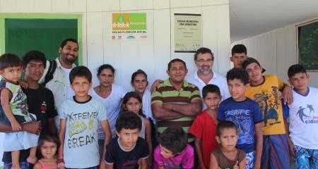 Essa é a escola municipal São Sebastião, construída com recursos do Bolsa Floresta